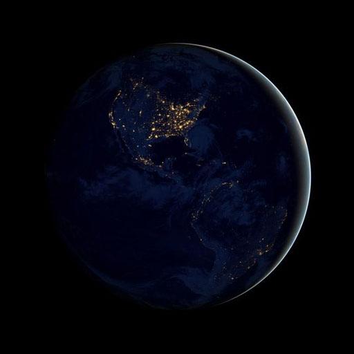 12月5日NASA公布了一组地球夜间灯光分布图,这些照片拍摄于今年的4月和10月间。    图片来源:NASA 据日本共同社12月6日消息,美国航空宇航局(NASA)和美国海洋大气局(NOAA)当地时间5日公布了地球夜晚卫星照片。这是迄今为止最为清晰的卫星照片。 据报道,此次拍摄使用的是2011年发射升空的芬兰NPP卫星。该卫星使用特殊的传感器,可对弱光进行放大处理,并对强光加以控制,使其能够提供可视光和近红外线图像,并且可将观测到的复数数据合成为图像。本次公布的夜晚地球照片中清晰呈现出了从都市街灯到海上