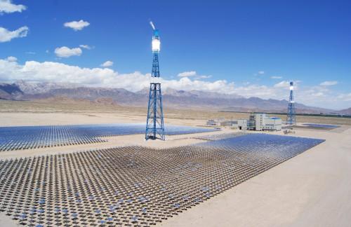 青海省是全国太阳能资源最丰富的地区,加之广阔的荒漠化土地,新能源