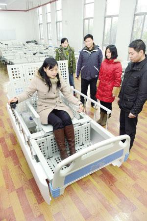 机器人护理床在镇江问世
