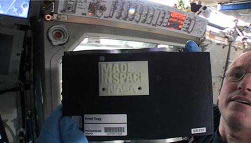 """首个太空3D打印作品问世 标明""""太空制造"""""""