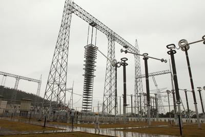 世界首个800kv高压直流输电线路投入运营