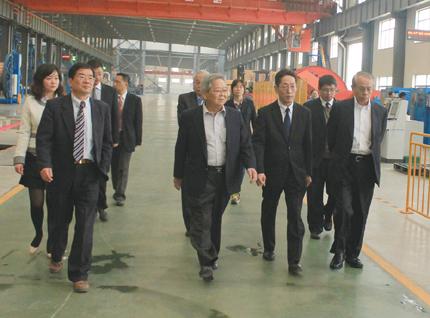自主研发高压海底电缆    冯华强介绍说,亨通高压主导产品为500kv